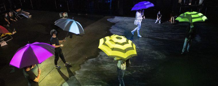 In die Kreativität eintauchen: Eric Larrieuxs installative Performance «A Day at the Beach» während der Konferenz Refresh #3 im September 2020. Foto: Regula Bearth ©ZHdK