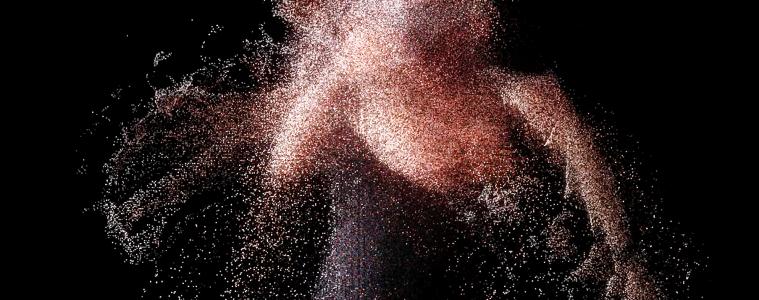 Wenn sich die Grenzen der Körperlichkeit auflösen: Eine Tiefenkamera fängt die Interaktion des Spielers mit der virtuellen Realität ein und macht sie mittels einer Punktwolke sichtbar. Visualisierung Visualization: Oliver Sahli.