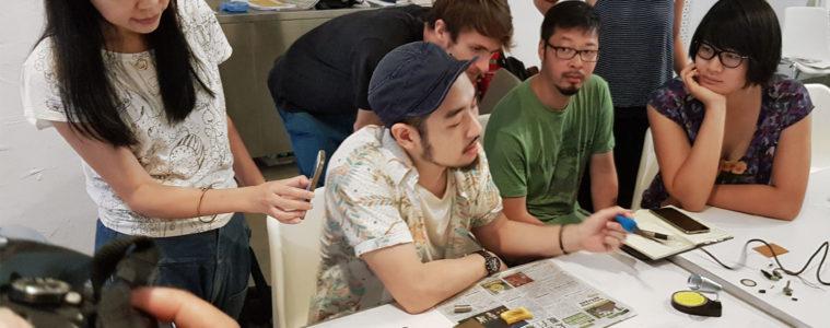 Experimental sound workshop with Takuro Mizuta Lippit, Visiting Professor at School of Creative Media in Hong Kong, building small amplifiers from scratch. Photographs: Daniel Späti © ZHdK